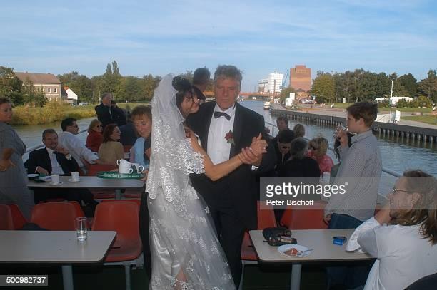 """Rüdiger Joswig, Claudia Wenzel, Hochzeit, Dampferfahrt: MS """"Hansestadt Demmin"""", Peene, , """"Gutshaus Stolpe"""", Hochzeitsfeier, Schauspieler,..."""