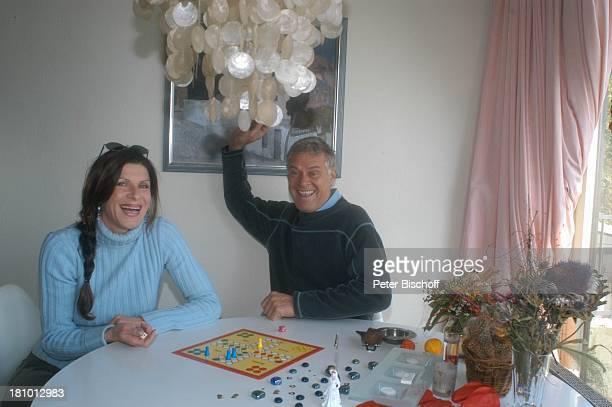"""Rüdiger Joswig, Ehefrau Claudia Wenzel, Homestory, Flitterwochen, Sierksdorf/Schleswig-Holstein, , Penthouse-Appartement, Spiel """"Mensch ärgere Dich..."""