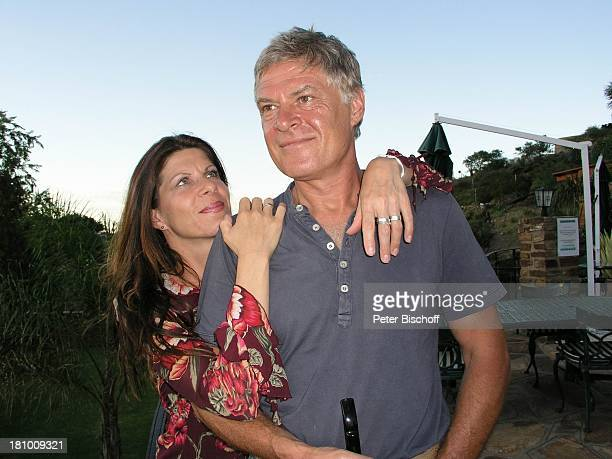 Rüdiger Joswig Ehefrau Claudia Wenzel Urlaub Flitterwochen Heinitzburg/Namibia/SüdAfrika Schauspieler Schauspielerin umarmen Promis Prominente...