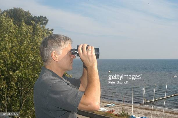 Rüdiger Joswig, Homestory, Flitterwochen, Sierksdorf/Schleswig-Holstein, , Penthouse-Appartement, Balkon, Ostsee, Meer, Urlaub, Fernglas,...
