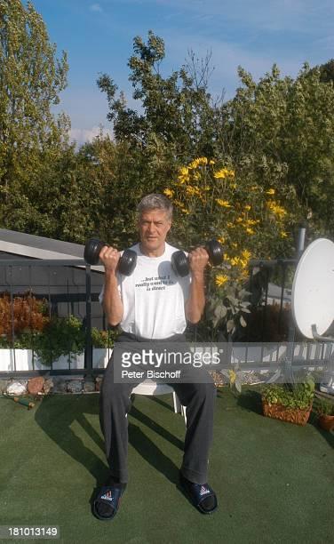Rüdiger Joswig, Homestory, Sierksdorf/Schleswig-Holstein, Urlaub, , Penthouse-Appartement, Ostsee, Balkon, Schauspieler, Fitness, Training, Hantel,...