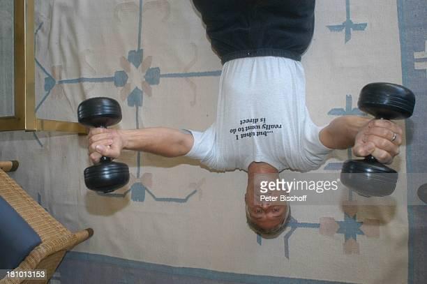 Rüdiger Joswig, Homestory, Sierksdorf/Schleswig-Holstein, Urlaub, , Penthouse-Appartement, Ostsee, Schauspieler, Fitness, Training, Hantel, Gewicht,...