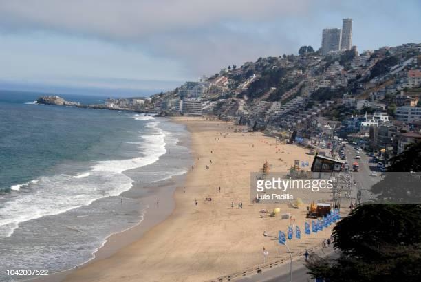 reñaca beach chile - ビーニャデルマル ストックフォトと画像