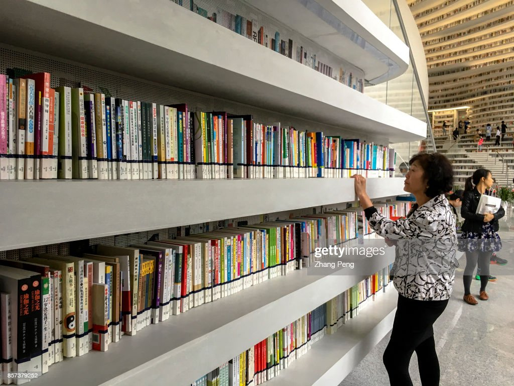Readers in the library. The Binhai new area library, opened in the National day, also called 'the eye of Binhai', located in the cultural center of Binhai new area, is a new cultural landmark and travel destination.