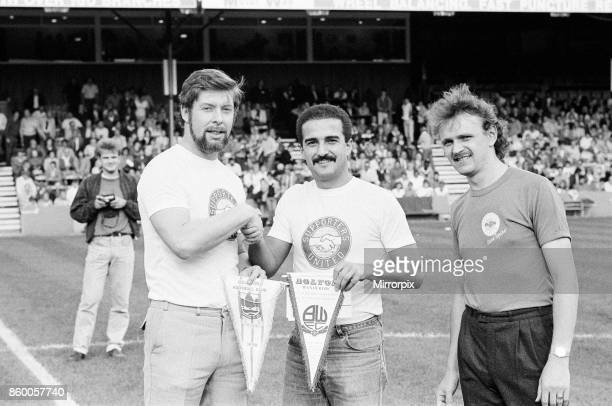 Reading 10 Bolton league division three match at Elm Park Saturday 5th October 1985 11 league wins in a row Supporters United exchange pennants