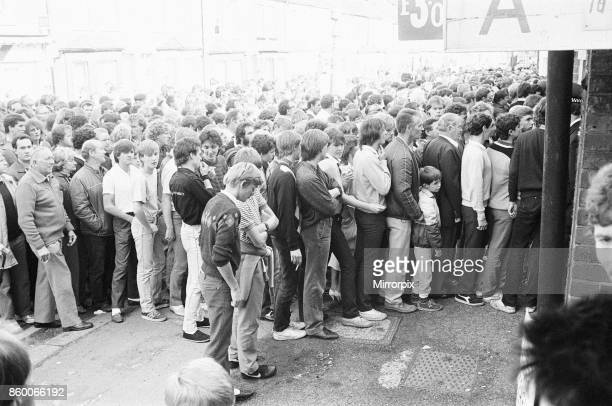 Reading 1-0 Bolton, league division three match at Elm Park, Saturday 5th October 1985, 11 league wins in a row. Fans enter ground.