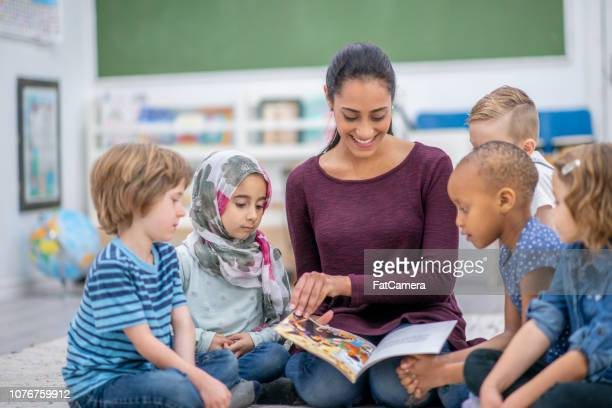 reading a book together - kids reading in classroom stock pictures, royalty-free photos & images