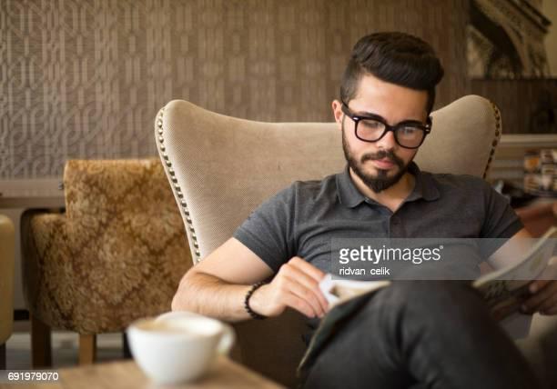 Lesen und Kaffee