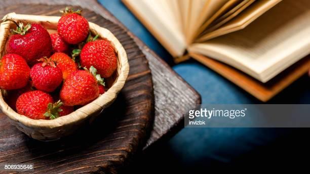 Lire et manger des fraises