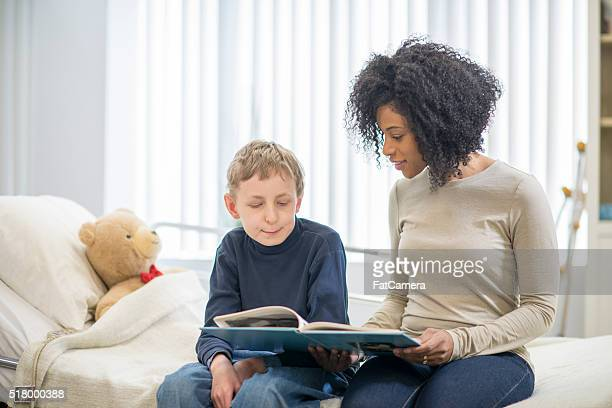 reading books together - psychiatric hospital stock pictures, royalty-free photos & images