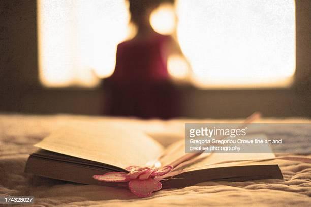 reading fairy tales - gregoria gregoriou crowe fine art and creative photography. stock-fotos und bilder