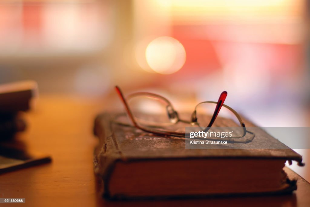 Reading glasses on a book : Stock-Foto