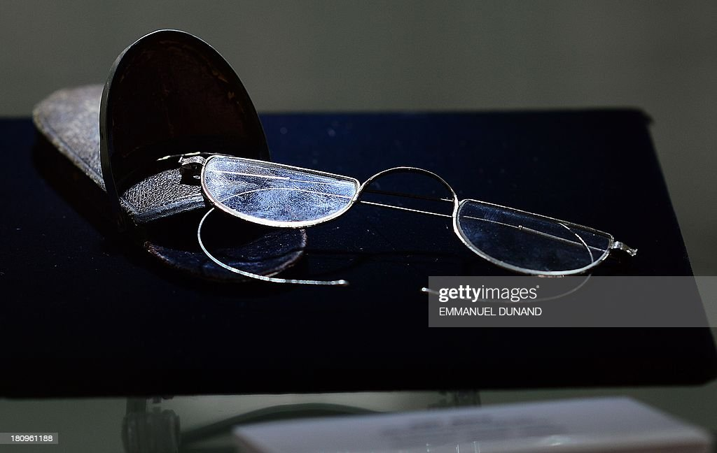 Reading glasses which belonged to late French artist Pierre-August Renoir is on display at Heritage Auctions in New York, September 18, 2013.The single-largest archive of Renoir's personally-owned object, sculptures and letters are set to go on auction on September 19, 2013. AFP PHOTO/Emmanuel Dunand
