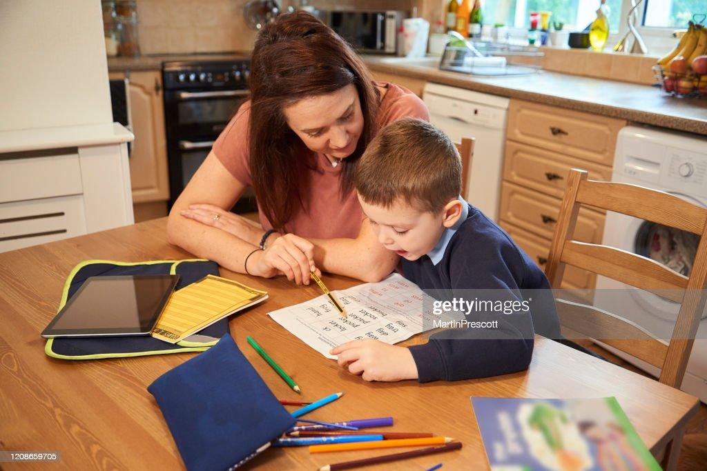 Reading homework words with mummy : Stock Photo