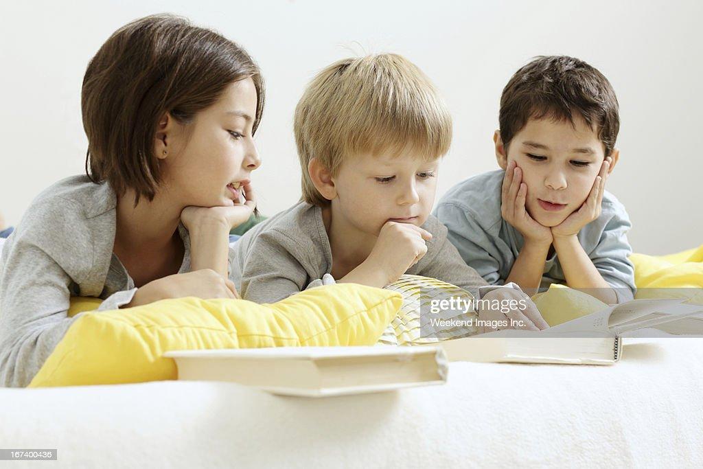 Lettura per bambini : Foto stock