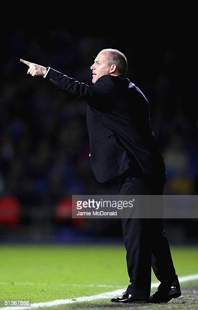 Reading manager Steve Coppell gives orders during the Coca Cola Championship match between Ipswich Town and Reading on September 28 2004 at Portman...