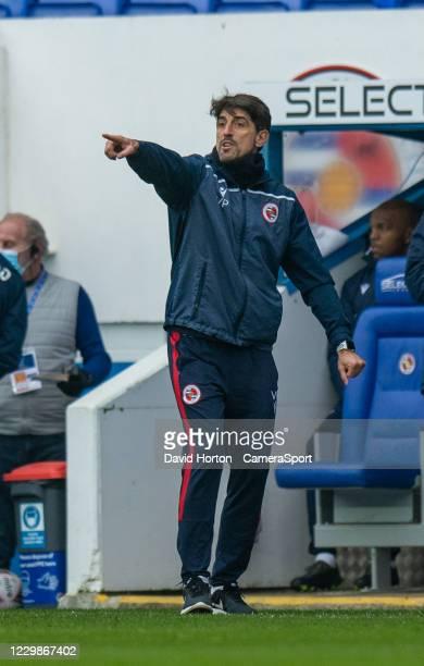 Reading manager Veljko Paunovi during the Sky Bet Championship match between Reading and Bristol City at Madejski Stadium on November 28, 2020 in...