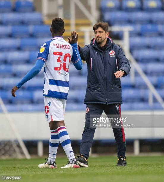 Reading manager Veljko Paunovi gives Reading's Alfa Semedo Esteves a high five after after final whistle during the Sky Bet Championship match...