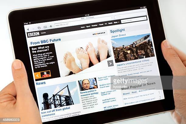 Reading news on  Apple iPad2