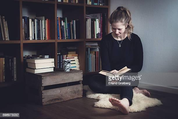 reading - authors ストックフォトと画像