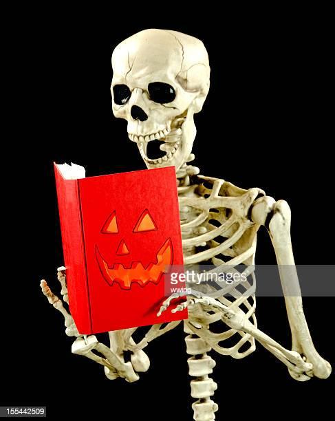 Leitura esqueleto sobre preto