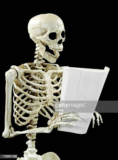 Squelette de lecture sur noir