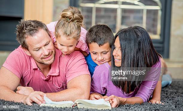 reading the bible together as a family - smiling jesus stock pictures, royalty-free photos & images