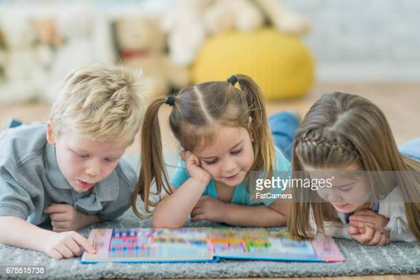 reading time - child care stock pictures, royalty-free photos & images