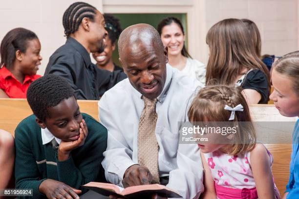reading to kids - religious service stock pictures, royalty-free photos & images