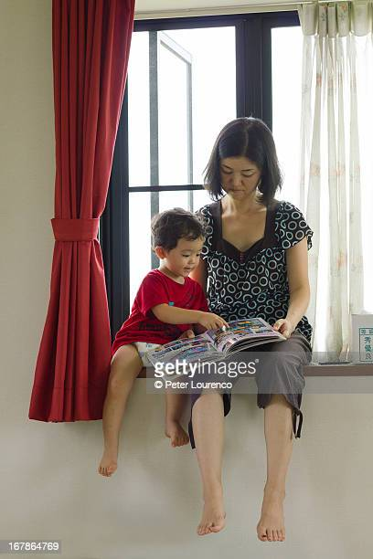 reading together - peter lourenco stock pictures, royalty-free photos & images
