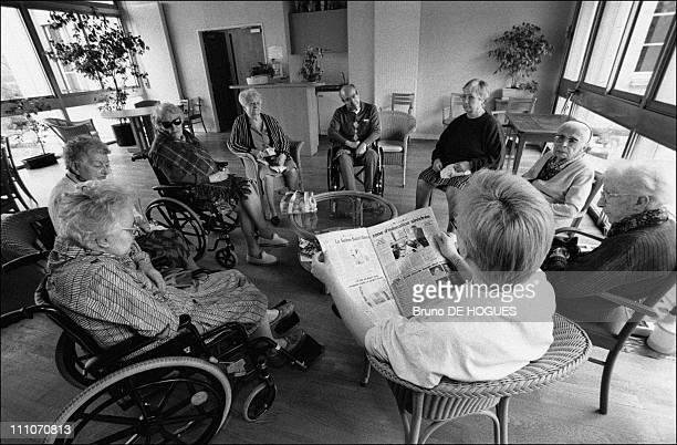 "Reading workshop at ""Sacred heart"" Retirement home in Gentilly, France on September 01, 1998."