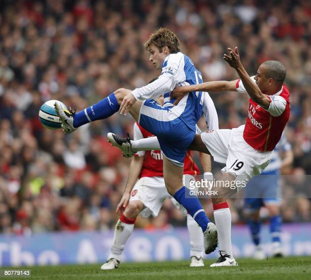 Reading's American Midfielder Bobby Convey vies with Arsenal's Brazilian Midfielder Gilberto during their Premier League match at the Emirates...