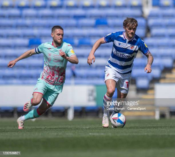 Reading's John Swift under pressure from Swansea City's Matt Grimes during the Sky Bet Championship match between Reading and Swansea City at...