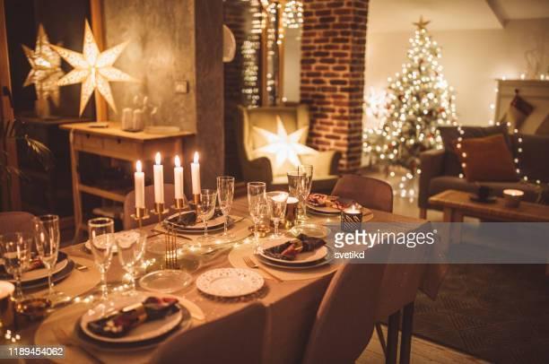 klaar voor kerstmis thuis - evening meal stockfoto's en -beelden