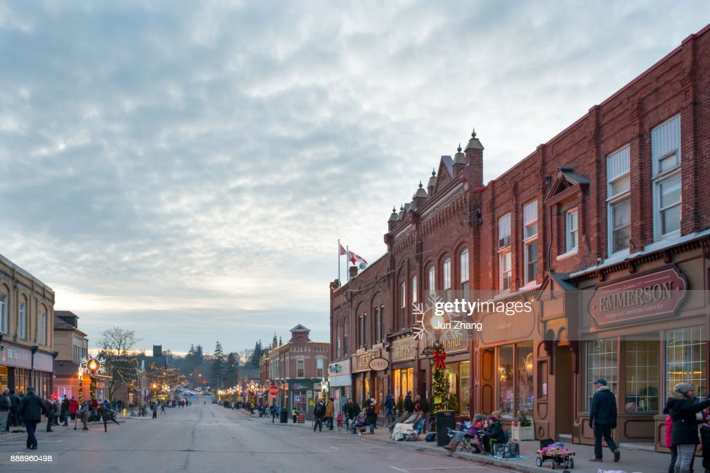 Ready for Christmas Parade - The lake side small town Port Perry at night in Christmas season : Stock Photo