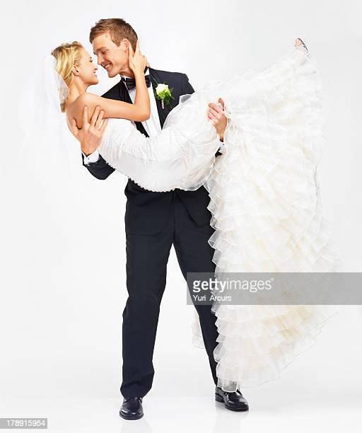 Pronto a superare la soglia con la sposa