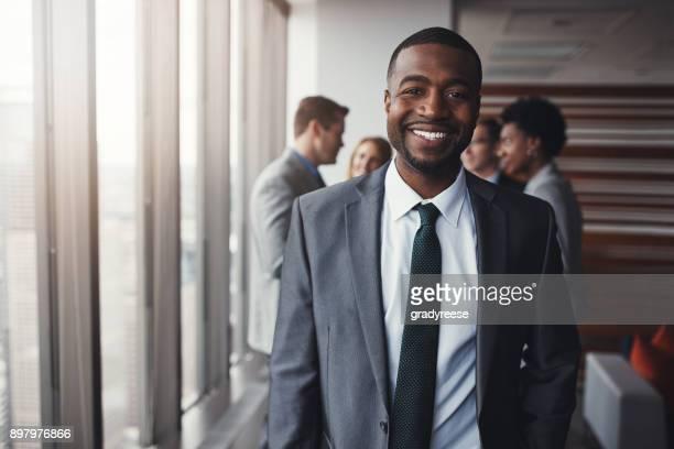 ビジネスの世界で彼の場所を取る準備ができて - 法律関係の職業 ストックフォトと画像