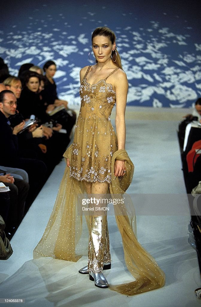 Ready To Wear Fashion Show Autumn -Winter 96 -97 In Paris, France In March, 1996. : News Photo
