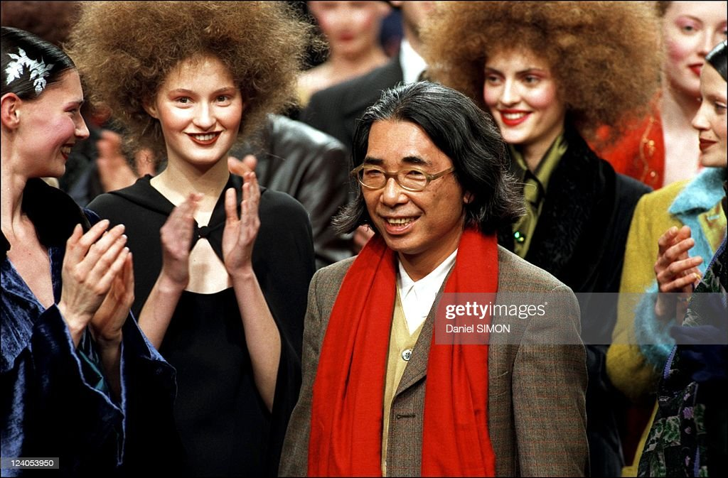 Ready To Wear Fashion Show: Fall -Winter 98/99 In Paris, France On March 10, 1998. : News Photo