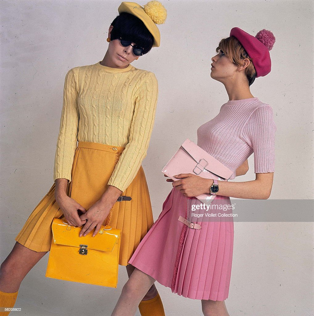 Ready-to-wear. Pleated skirts. Twiggy, on the right. France, 1966-1967.