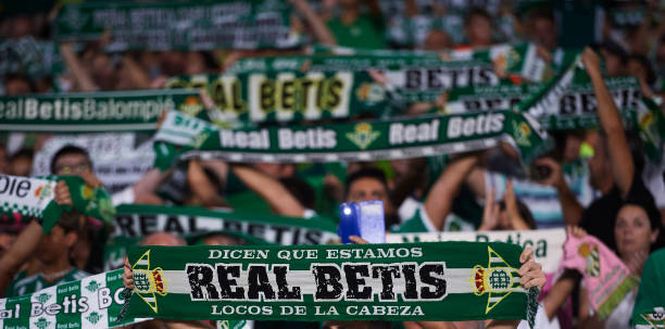 real-betis-balompie-fans-cheer-their-tea