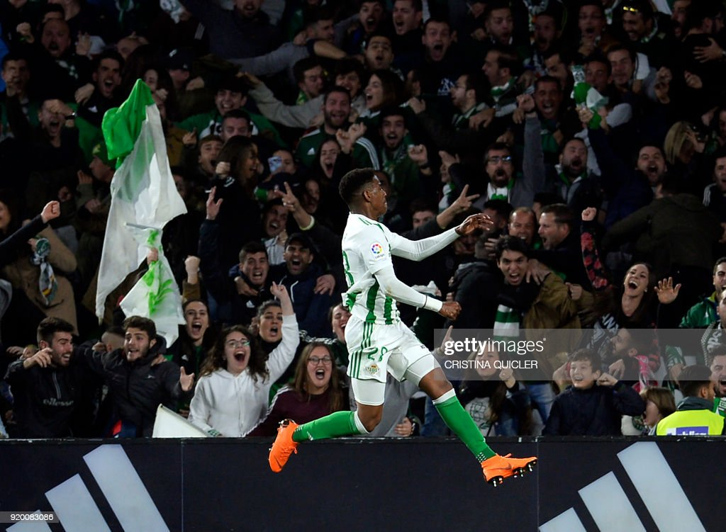 TOPSHOT - Real Betis' Dominican defender Junior Firpo celebrates a gol during the Spanish Liga football match Real Betis vs Real Madrid at the Benito Villamarin stadium in Sevilla on February 18, 2018. / AFP PHOTO / Cristina Quicler