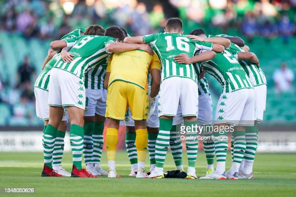 Real Betis huddle prior to the UEFA Europa League group G match between Real Betis and Bayer Leverkusen at Estadio Benito Villamarin on October 21,...