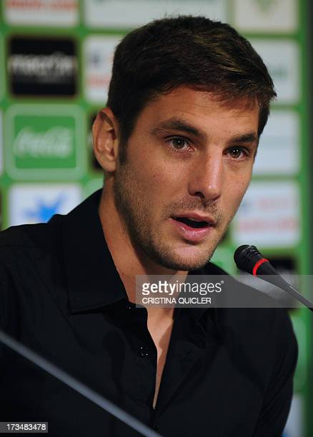 Real Betis' new Argentinian goalkeeper Guillermo Sara speaks during his presentation in Sevilla on July 15 2013 AFP PHOTO/ CRISTINA QUICLER