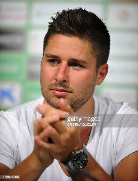 Real Betis' new German midfielder Markus Steinhoefer gives a press conference during his presentation in Sevilla on July 16 2013 AFP PHOTO/ CRISTINA...