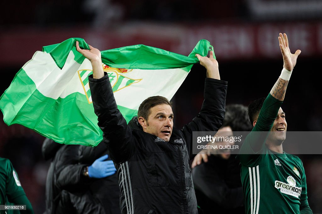Real Betis' Spanish midfielder Joaquin (L) celebrates with teammates at the end of the Spanish league football match between Sevilla and Real Betis at the Sanchez Pizjuan stadium in Sevilla on January 6, 2018. /