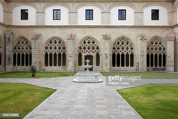 real convento de santo domingo (sto domingo royal convent) cloister, jerez de la frontera - jerez de la frontera fotografías e imágenes de stock