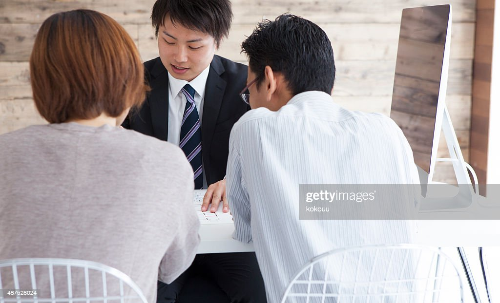 Real estate agent who consulted a couple : Stock Photo