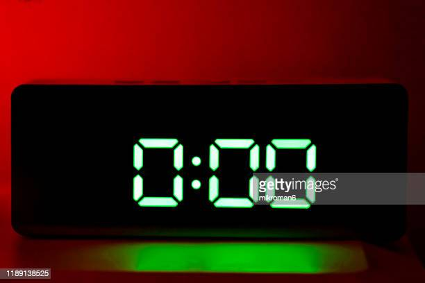 real green led digital clock showing time 0:00 - countdown stock pictures, royalty-free photos & images