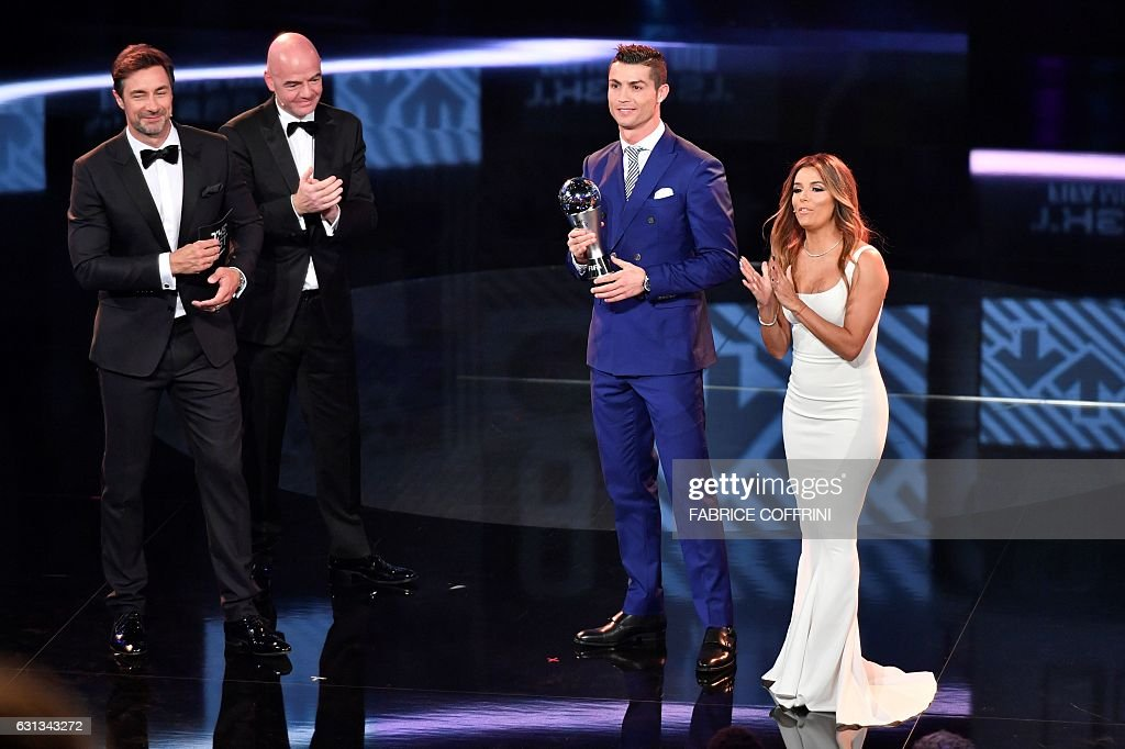 Real Madrid and Portugal's forward and winner of The Best FIFA Mens Player of 2016 Award Cristiano Ronaldo (L) poses on stage with his trophy next to (LtoR) co-host Marco Schreyl, FIFA president Gianni Infantino and co-host and US actress Eva Longoria during The Best FIFA Football Awards 2016 ceremony, on January 9, 2017 in Zurich. / AFP / Fabrice COFFRINI